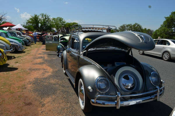 #0113 - 1957 Polar Silver Beetle - Split/Oval