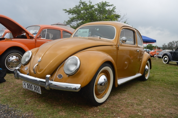 1 milli�n  edition (#0106) - 1955 gold Beetle - Split/Oval (A three year restoration.)