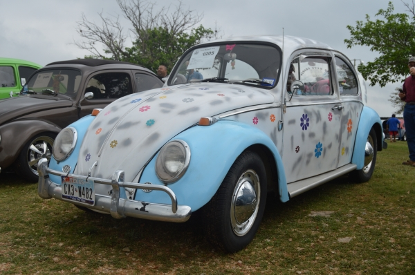 Nerbie (#0205) - 1965 White with blue fenders Beetle