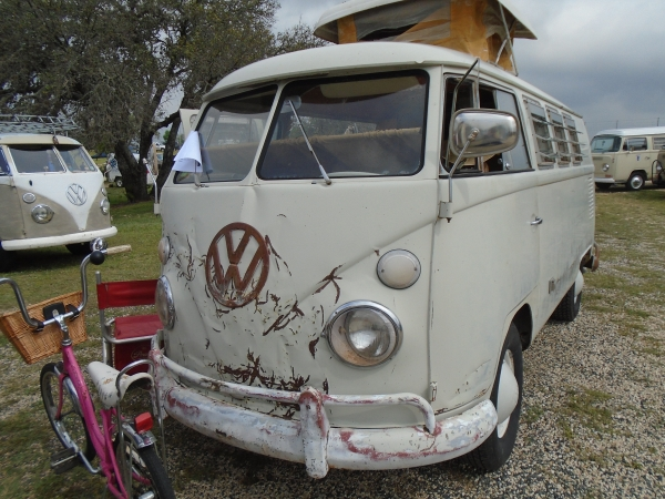 #1308 - 1967 white Bus - Split Window Camper